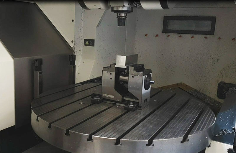 Machine d'usinage marque Decalmao 5 axes