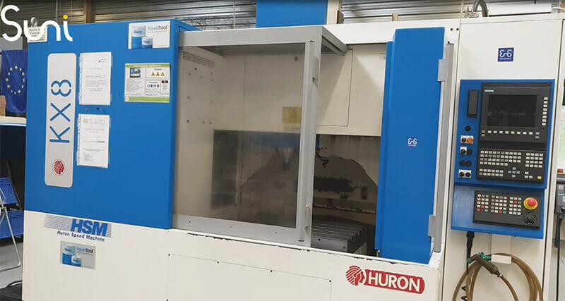Machine d'usinage marque Huron modèle KX8